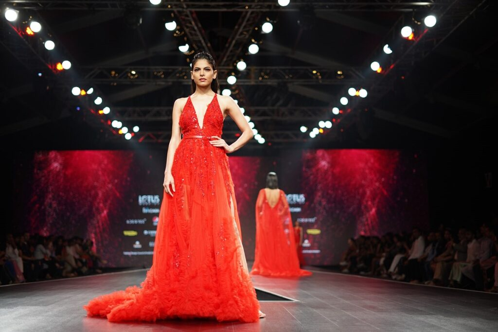 torebka do wieczorowej czerwonej sukienki