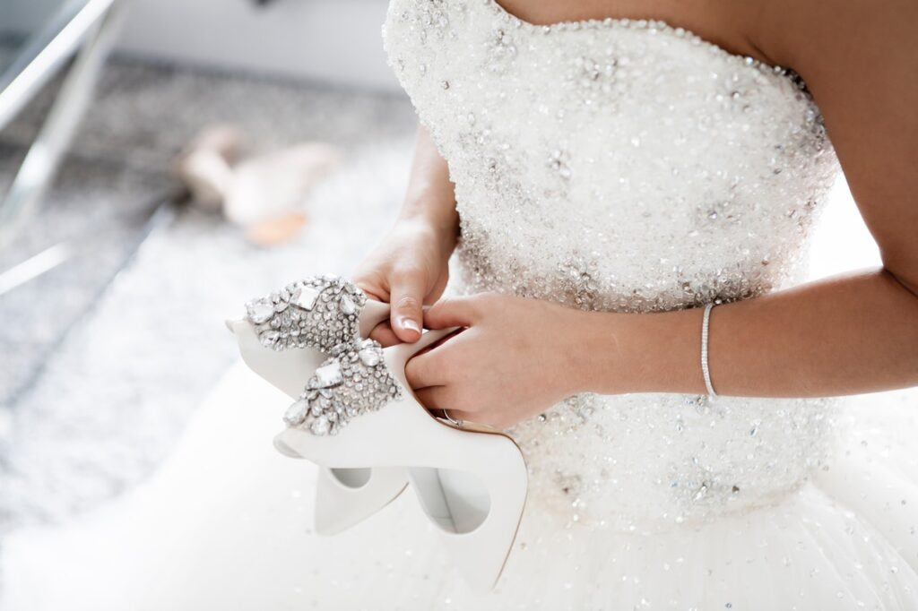 torebka do sukni ślubnej