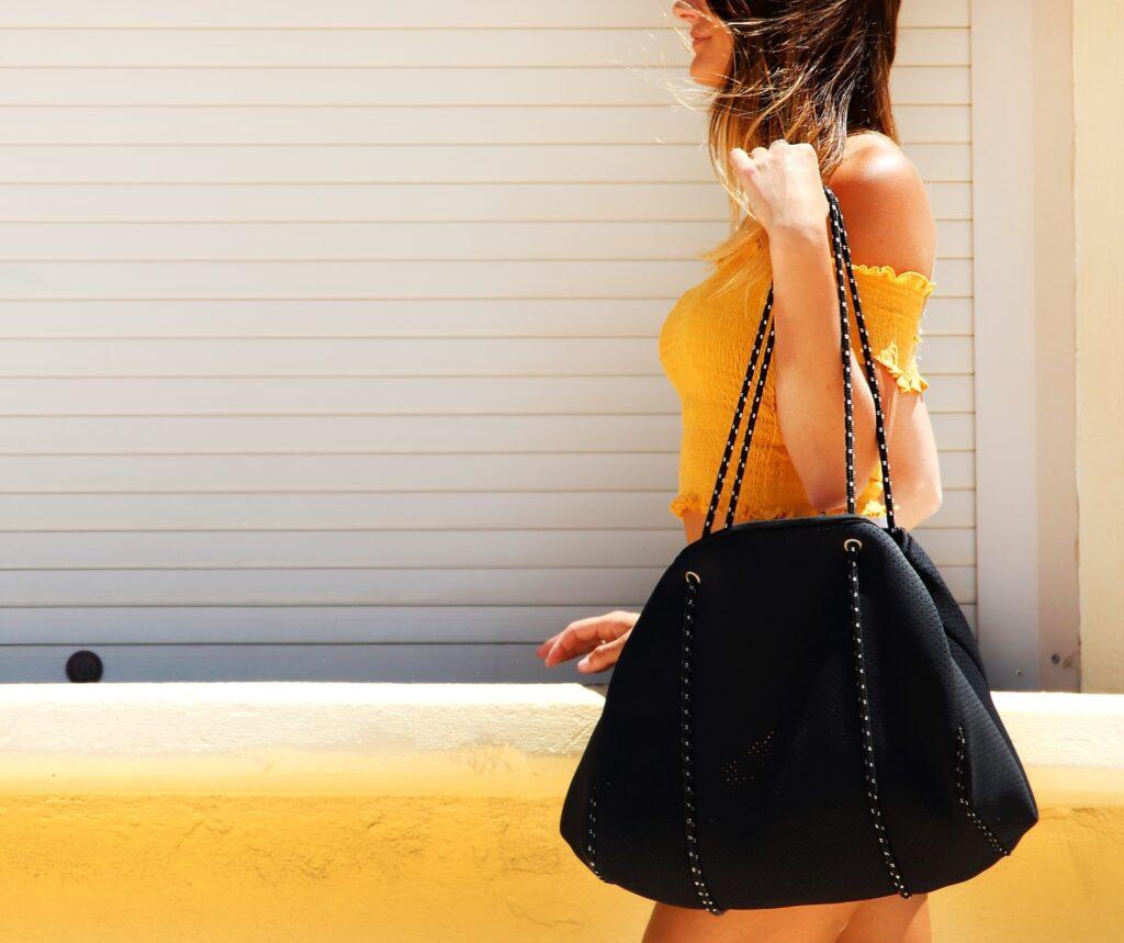 jaka torebka do figury jak wybrać torebkę dla niskiej kobiety