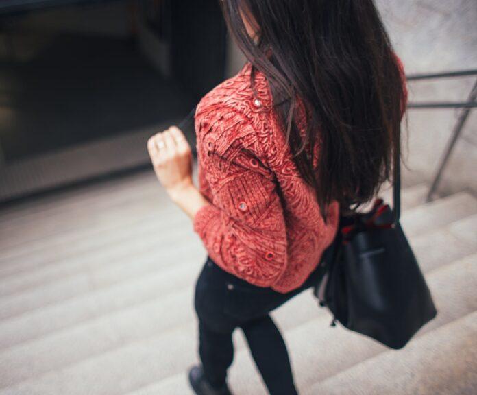 jaka torebka pasuje do bluzy?