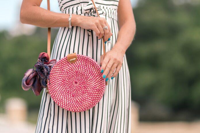 Jaka torebka do letniej sukienki