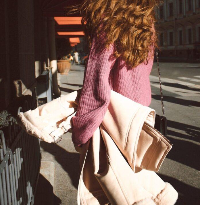 Jaka torebka pasuje do kurtki parki?