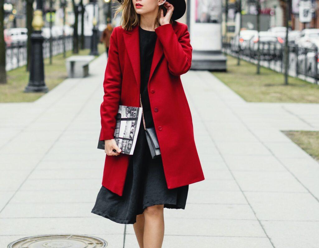 Jaka torebka do czerwonego płaszcza?