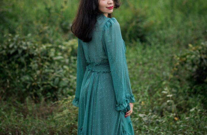 Jaka torebka pasuje do zielonej sukienki?